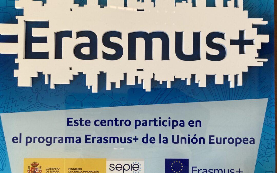 Entrega de placa de Erasmus+